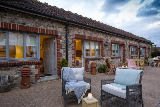 Axminster, UK: Patio and Room Entrances