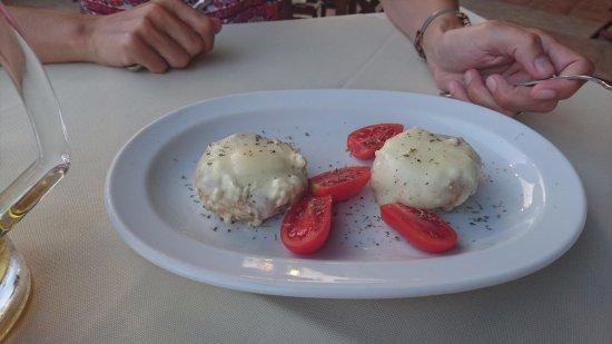 Eleni Apartments: Starter; mushrooms feta cheese