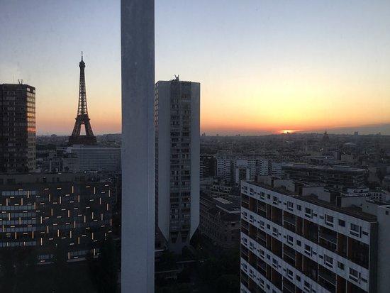 Adagio Paris Tour Eiffel : Still a bit cold in April but was nice