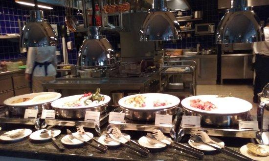 Fairmont Grand Hotel Kyiv: dettaglio buffet prima colazione