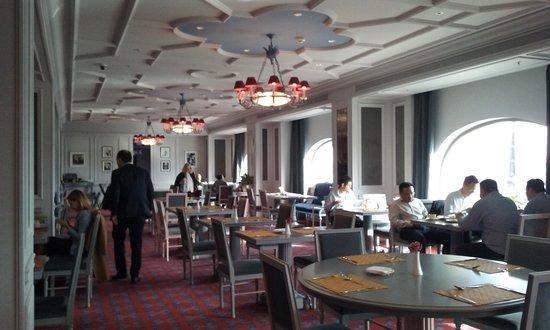 Fairmont Grand Hotel Kyiv: sala prima colazione