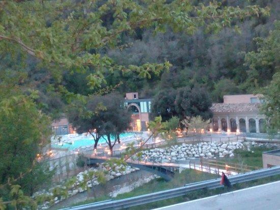 Cerreto di Spoleto, Italia: Le terme al tramonto
