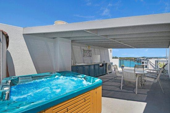 Caloundra, Australia: 1 Bedroom Rooftop Apartment