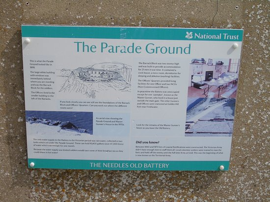 Totland Bay, UK: Typical good descriptive N.T. board telling the Battery story.