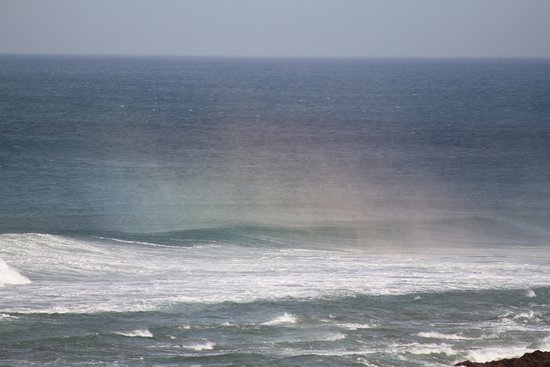 Beachview, South Africa: Beautiful rainbow over the north wind breaking waves