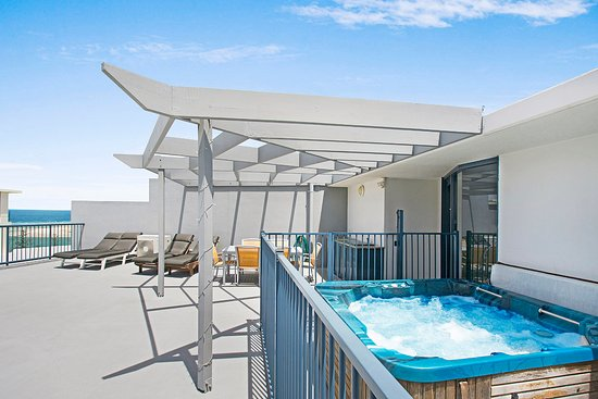 Caloundra, Australia: 3 Bedroom Rooftop Apartment