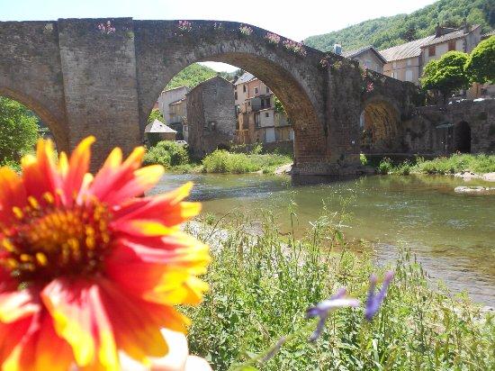 Camares, France : Camarès, le pont vieux.