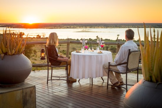Ngoma Safari Lodge: Dining with a view