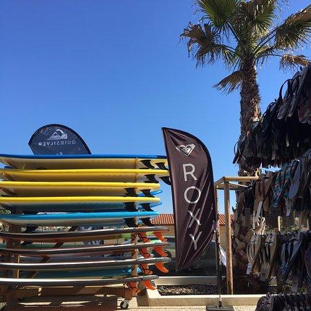 Vieux-Boucau-les-Bains, ฝรั่งเศส: Quiksilver Vieux Boucau Plage c'est une école de surf mais aussi un magasin !