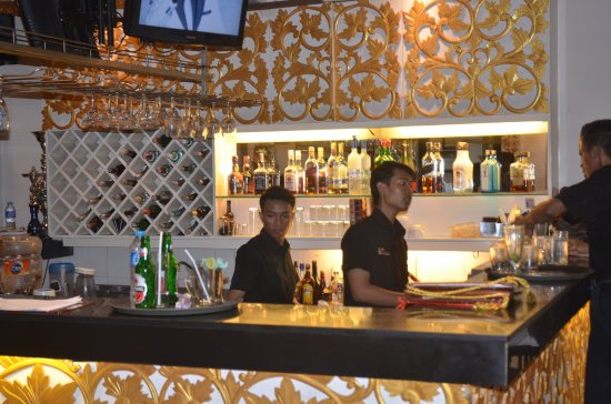 Bar at the restaurant picture of queen s of india kuta for Cuisine queen catering