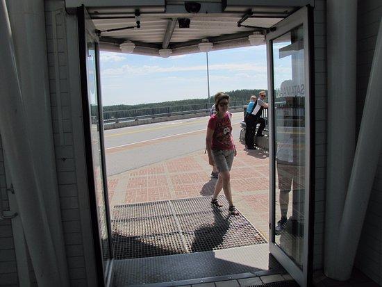 Siltakahvio: Входите в лифт