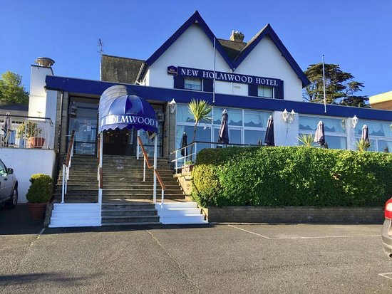 Cowes, UK: External view of the New Holmwood Hotel