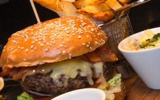 Woodford, UK: Burger and chips