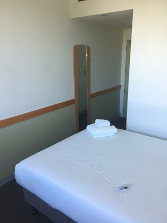 Ibis Budget Auckland Airport: small room but clean and tidy