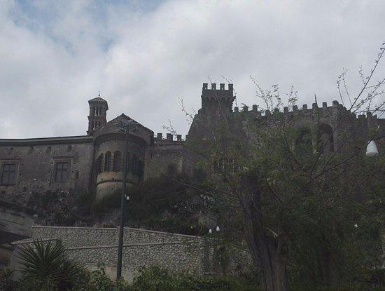 Castello Lancellotti : Castello dal paese