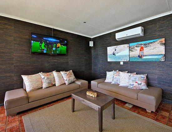 Crayfish Bar & Lounge: CRAYFISH BAR & LOUNGE offers direct sea views, menus, drinks and wonderful sunsets...