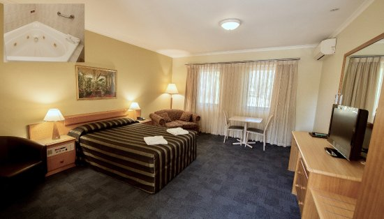 Kings Park Motel: Spa room with kitchenette & spa