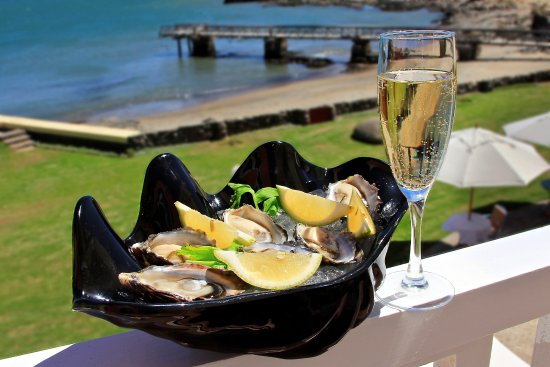 Luderitz, Namibia: CRAYFISH BAR & LOUNGE offers fresh delicious Lüderitz oysters
