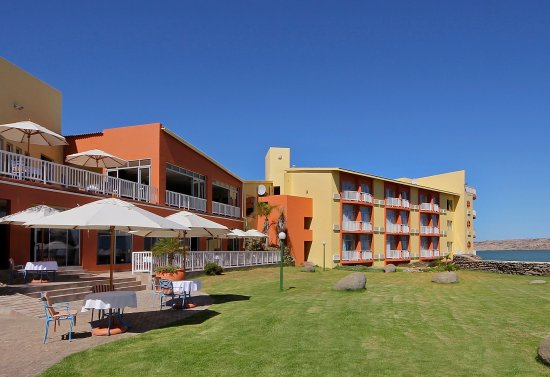 Crayfish Bar & Lounge: UPPER LEVEL CRAYFISH BAR & LOUNGE offering direct sea views, fresh oysters, coffees, wines and b
