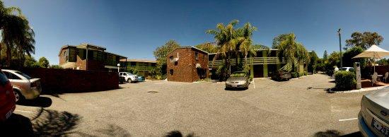 Shenton Park, Australia: Back of motel with carpark