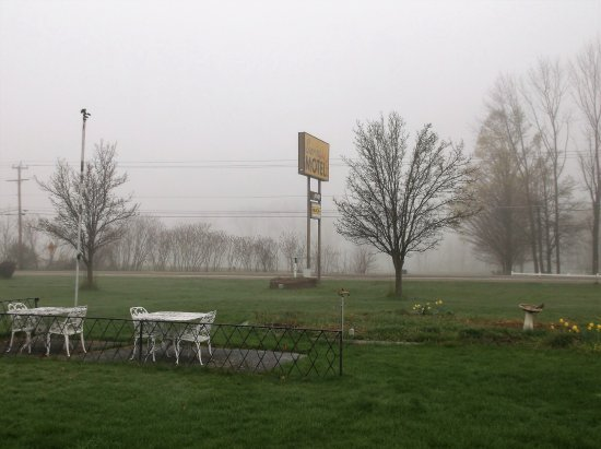 Owego, NY: Early foggy morning / 23-04-2017