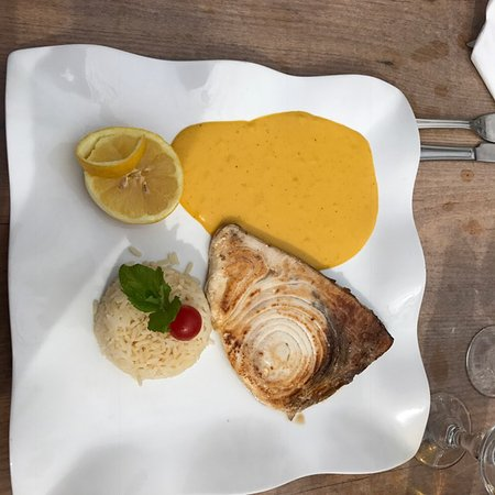 Туртур, Франция: Swordfish with rice and mango sauce