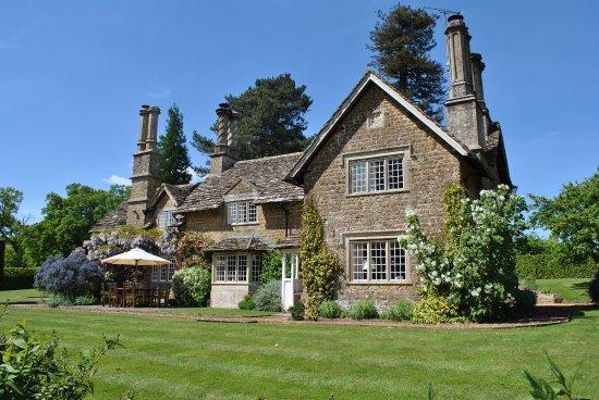 Calne, UK: Queenwood Lodge at Bowood