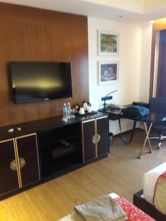 Crowne Plaza Kathmandu-Soaltee: This was the inside of my room 415.