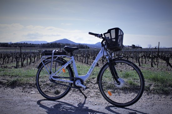 Vaison-la-Romaine, France : Vélo à assistance électrique Sun E Bike