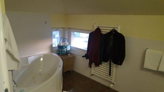 badewanne mit whirlpoolfunktion picture of strandhotel. Black Bedroom Furniture Sets. Home Design Ideas