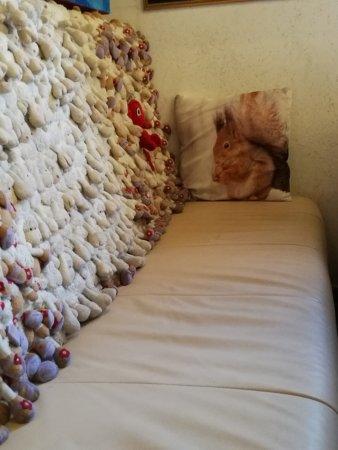 Lorenzo & Kakalamba: sofá con peluches