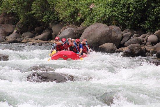 Desafio Adventure Company: Going down the Sarapiquí River.