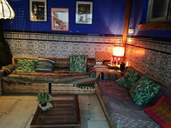 Casa Babylon Backpackers: Bar Chill Area