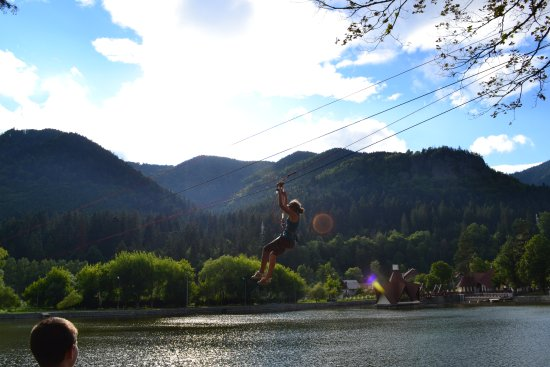 Baile Tusnad, Romênia: ZIPLINE OVER THE LAKE
