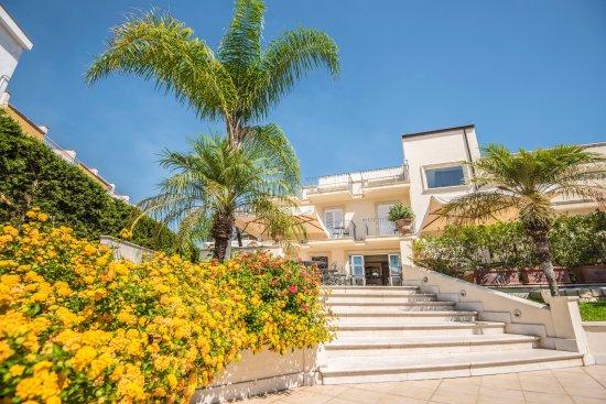 Villa daphne 95 1 1 1 prices hotel reviews giardini naxos sicily tripadvisor - Hotel ai giardini naxos ...