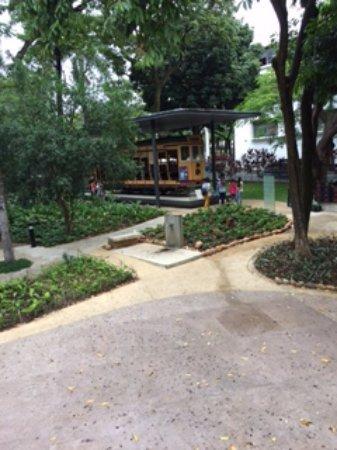 Abilio Barreto Historical Museum: A praça e o bonde