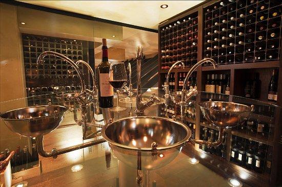 Hotel du Vin & Bistro : wine tasting table