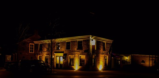 Rottevalle, Pays-Bas : De Herberg van Smallingerland bij avond