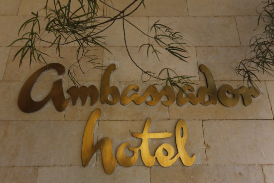 Ambassador Hotel: Entrance
