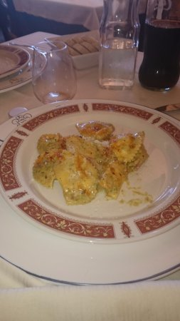 Citta Sant'Angelo, Italy: Ravioli speck e pistacchi