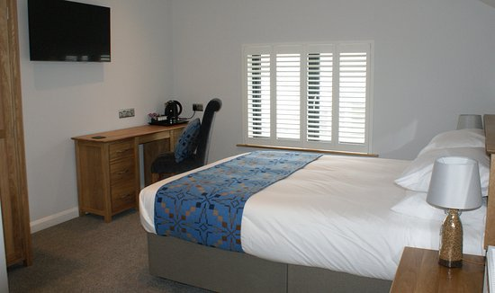 Roch, UK: Ramsey is a King Room en-suite (bath and shower)