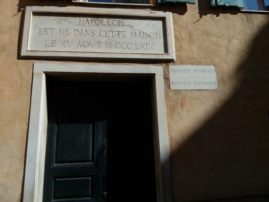 Maison Bonaparte: 7 in front of the nouse