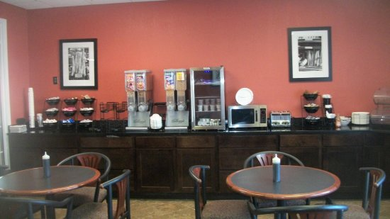 Days Inn & Suites Mt Pleasant: BREAK FAST