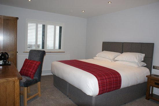 Roch, UK: Skokholm is a Super King or Twin Room en-suite (Bath & Shower)