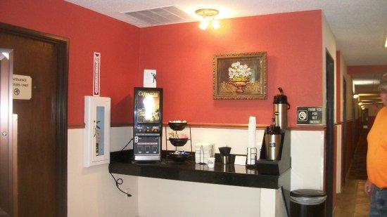 Days Inn & Suites by Wyndham Mt Pleasant: COFFEE BAR