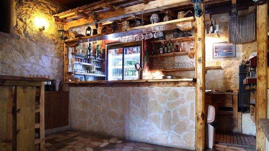 Vinisce, Croacia: Bar