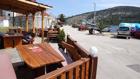 Vinisce, Croacia: Outdoor terrace