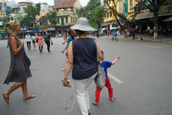 Hang Gai Street (Street of Hemp) : 3 Hang Gai Street