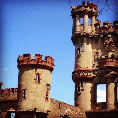 Cold Spring, NY: turrets