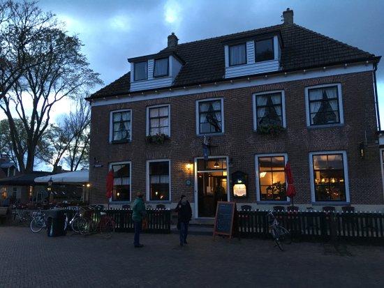 Hollum, The Netherlands: Das Foto zeigt die Gemütlichkeit, welche sich innen fortsetzt.